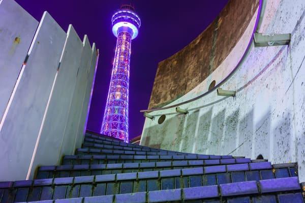 横浜のシンボルのタワー、夜景
